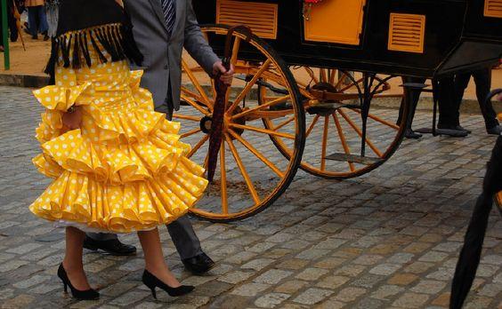 La Feria de Abril, celebrada en toda España. Casetas, faralaes, fino y sevillanas. ¿Sabías que la fiesta más andaluza fue propuesta por un catalán y un vasco?