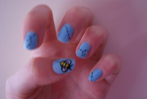zee bees knees. .. very cute, idea, will have to try it one of these days!  need yellow polish now :)