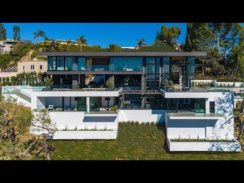 Inside An Extraordinary Modern Mansions In Los Angeles Luxury Tour Youtube Mansions Modern Mansion House Exterior