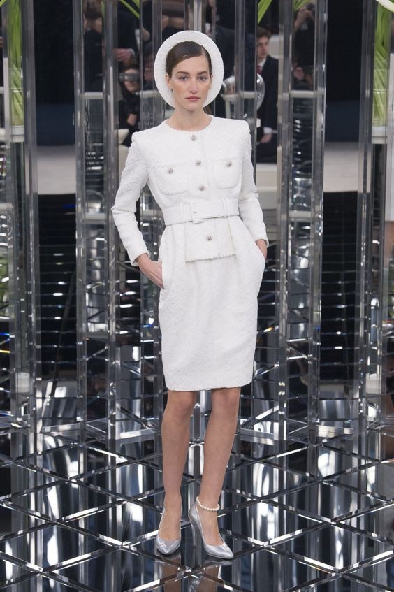 Chanel   Haute Couture - Spring 2017   Look 16