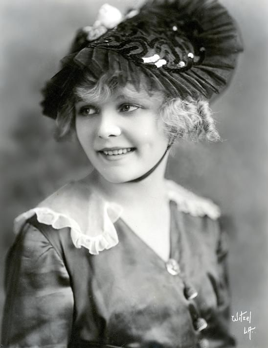 ~Juanita Hansen~    Born: March 3, 1895 in Des Moines, Iowa, USA  Died: September 26, 1961 in West Hollywood, CA, USA