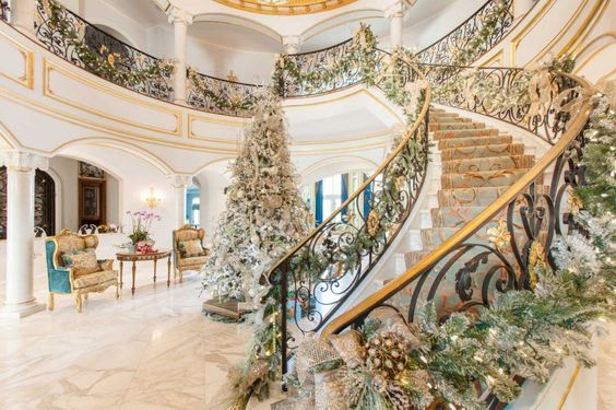 These River Oaks homeowners didn't want traditional red holiday decor, so Gust used a blend of creams, pale greens and white with a bit of pink and blush. Photo: Julie Soefer