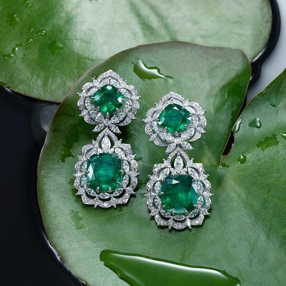 @chopard Unveiled at the Venice Film Festival, discover the incredible new earrings featuring, emeralds and diamonds.