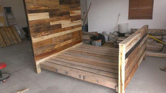 King size headboard pallet wood and pallets on pinterest for Pallet platform bed with storage