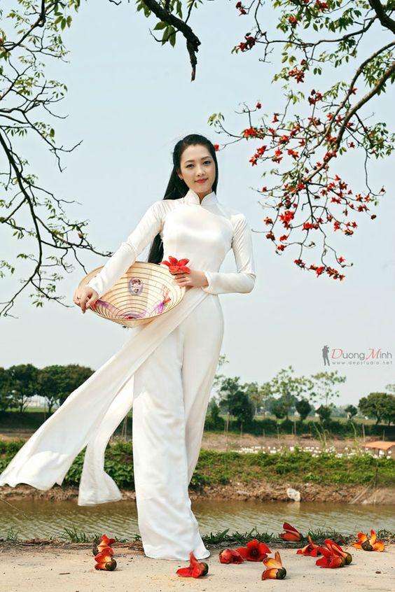 Nga sở hữu vẻ đẹp thuần Việt với mái tóc dài và nhận được nhiều khen ngợi trong trang phục áo dài.