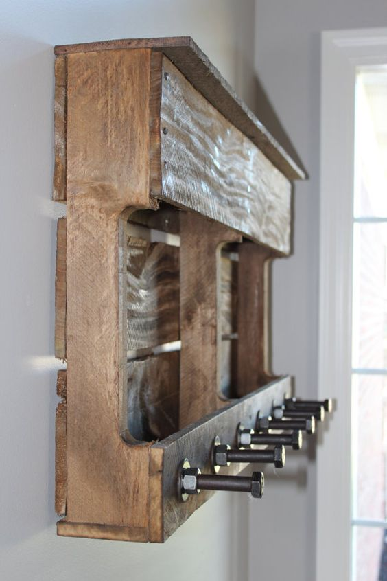 Repurposed pallet coat rack preeetty sure i could do for Coat hanger art projects