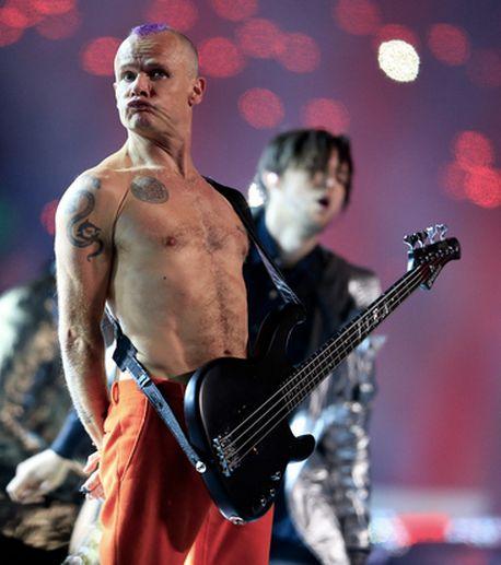 Resultado de imagen de gifs animados de Bruno Mars w/ Red Hot Chili Peppers Halftime Performance
