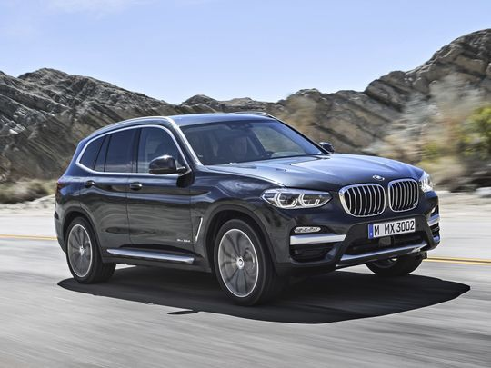 Edmunds Compares The Audi Q5 And Bmw X3 Which Luxury Suv Has The Edge Bmw X3 Bmw Luxury Suv
