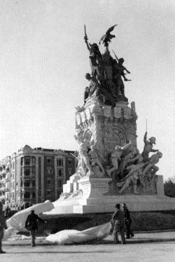Largo de Entrecampos - Dia da Inauguração do Monumento aos Heróis da Guerra Peninsular (08.01.1933), Arquivo Municipal de Lisboa, A 70529.