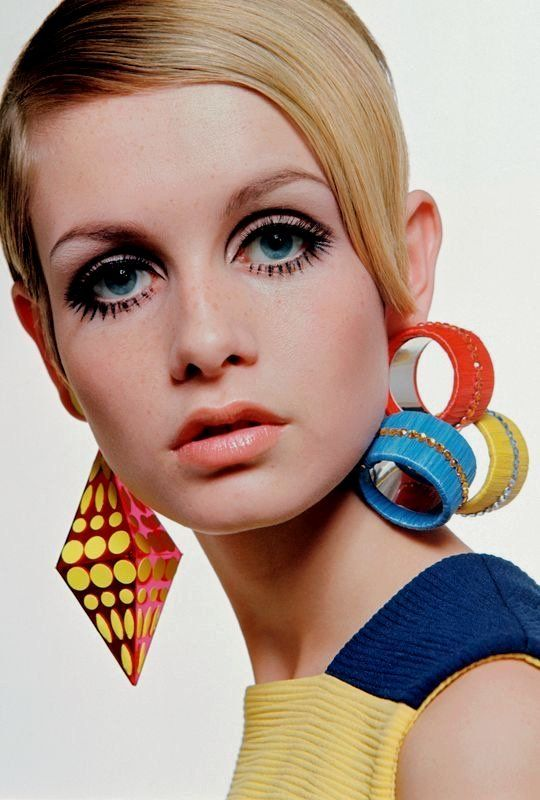 "History Lovers Club on Twitter: ""Twiggy, 1960s.… """