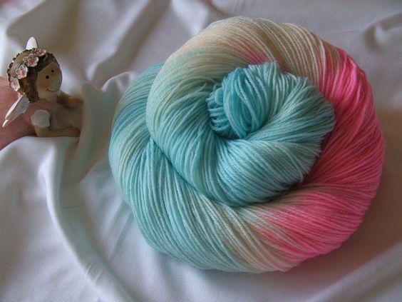 Handgesponnen & -gefärbt - Sockenwolle ♥ Merino 75% ♥ Handgefärbt - ein Designerstück von madebyaleinung bei DaWanda