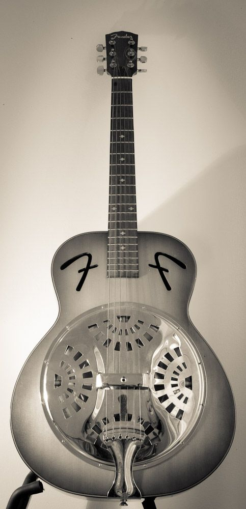 guitar-porn:    Fender Resonator.  A rather imposing looking Resonator from the stable of Chris Thomas.