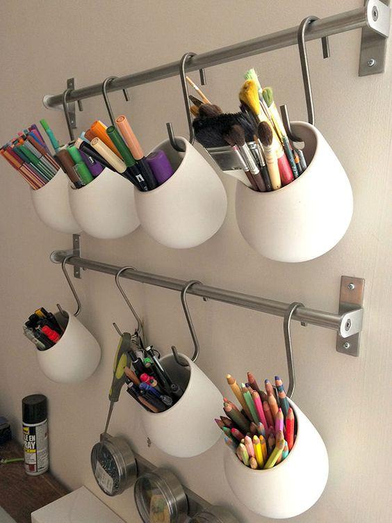 Pots à crayons en suspension : Il y a de l'astuce dans vos rangements ! - Journal des Femmes Décoration