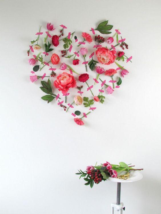 Décoration Saint Valentin DIY romantique – parer les murs de fleurs fraîches: