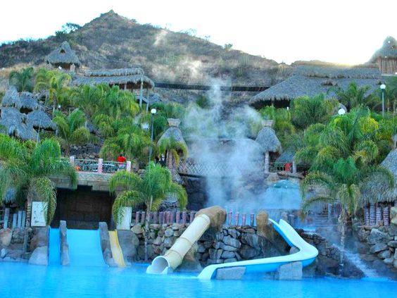 """Chavos, si están buscando algo relajado y divertido. """" EL GÉISER """" en Hidalgo es un parque acuático que ofrece aguas termales a 95ºC"""