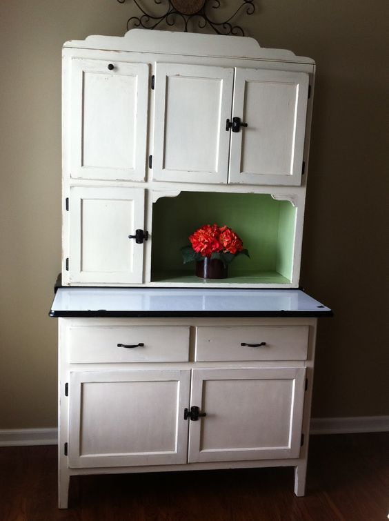 Painting a hoosier cabinet when redoing furniture the for Ideas to redo old kitchen cabinets