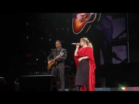 Kelly Clarkson Gets Surprised By Her Husband On Stage While She