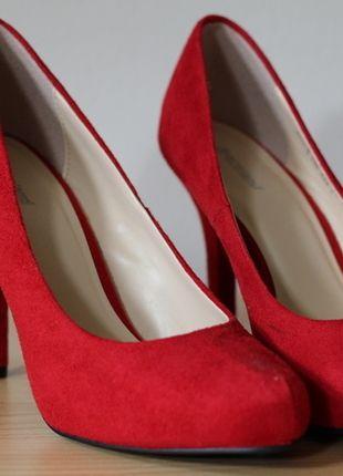 Kaufe meinen Artikel bei #Kleiderkreisel http://www.kleiderkreisel.de/damenschuhe/hohe-schuhe/131408308-rote-high-heels-von-deichmann