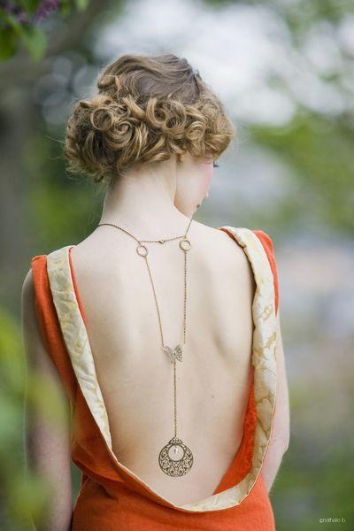 Collier de dos.  coloris bronze  garanti sans nickel  perle goutte swarovski