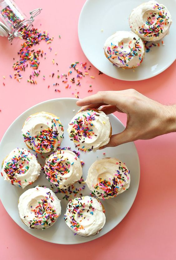 Vegan Funfetti Cupcakes! One bowl, 10 ingredients, SUPER delicious cupcakes!! #vegan