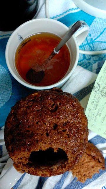 Bolo de caneca de chocolate. Chocolate mug cake.
