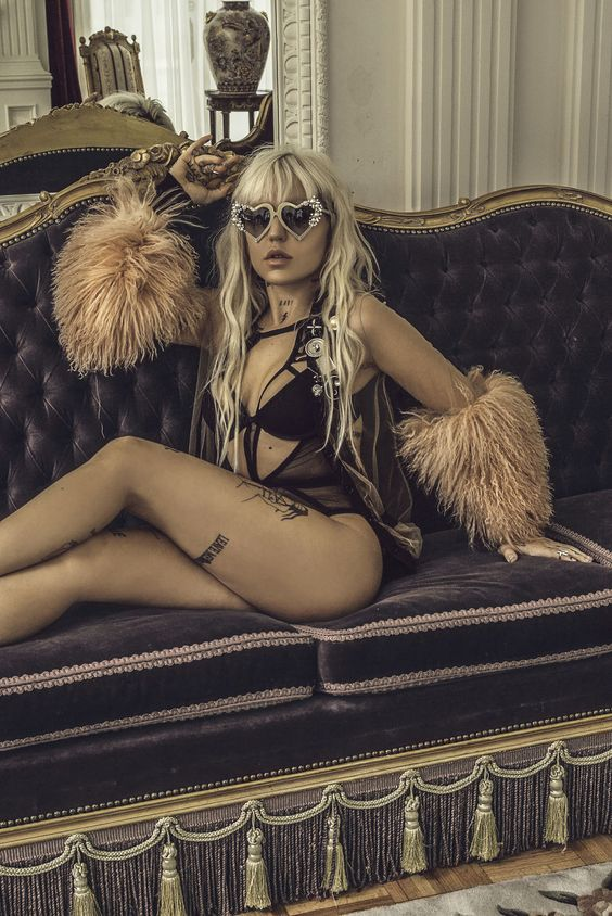 It's so amazing how Brooke Candy can pull off... probably ANY look. She can look sooo different... sometimes I can't tell if it's her in a picture.