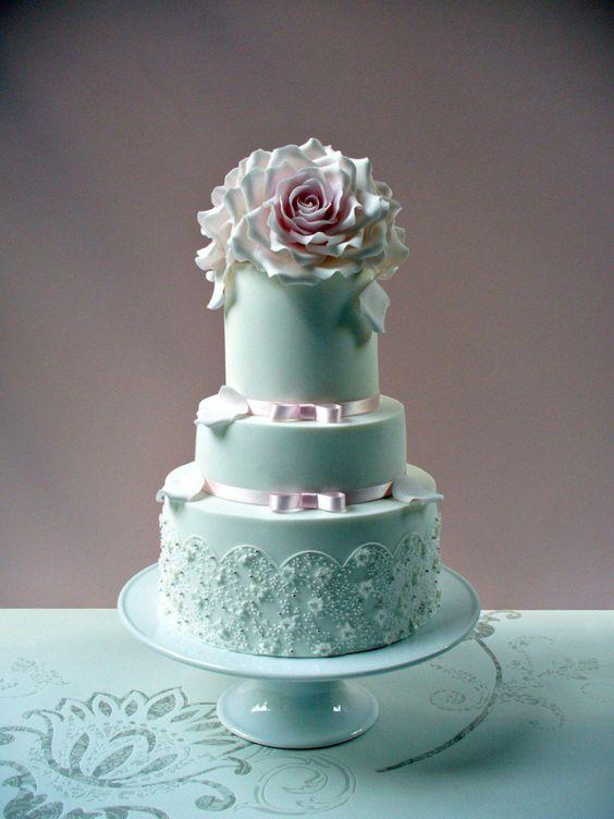 picnicP1010372sk 767x1024 Romantic Designs from Leslea Matsis Cakes