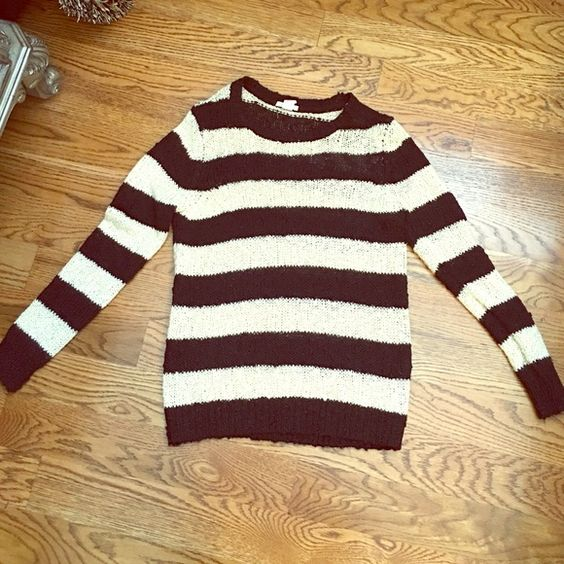Forever 21 striped sweater!❤️ Perfect condition and even better for this time of year! Forever 21 Sweaters Crew & Scoop Necks
