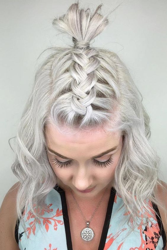 25 Valentine S Day Hairstyles Which Are Chic Romantic And Eye Catching Blurmark Cute Hairstyles For Short Hair Hair Styles Short Hair Dos