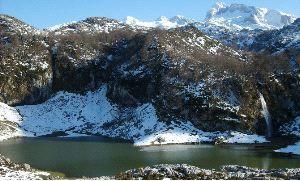 Lago Bricial, Lagos de Covadonga (Asturias). Origen glaciar.: