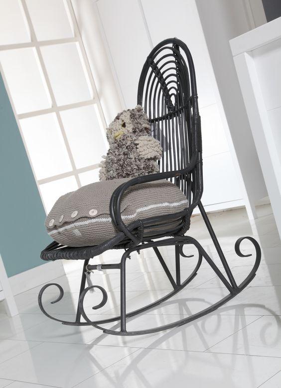 Schommelstoel voor op de babykamer. Kussen, en knuffeluil #babypark