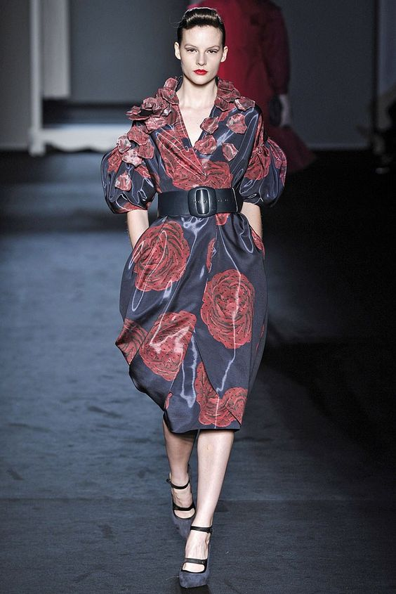 Moschino Fall 2009 Ready-to-Wear Fashion Show - Sara Blomqvist
