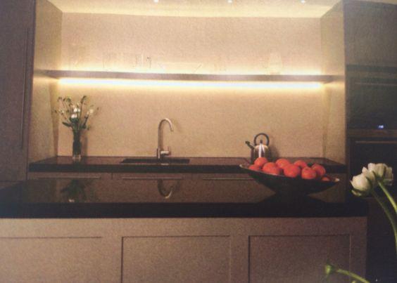 Keuken licht - plank met verlichting: led strip aan boven en onderkant ...