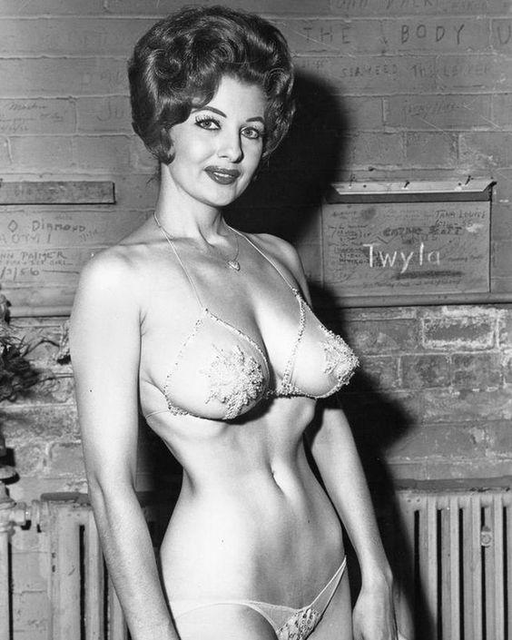 Dita Von Teeses photo: Burlesque legend Tempest Storm c