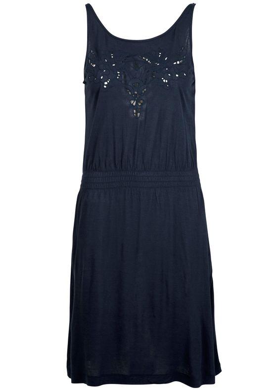 Feminin kjole i en smuk mørkeblå farve fra det danske mærke Designers Remix.  Rayon-kvalitet. 400kr