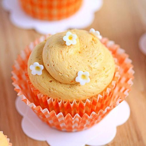 Dreamy Creamy Orange Cupcakes-Get your hourly source of sweet...