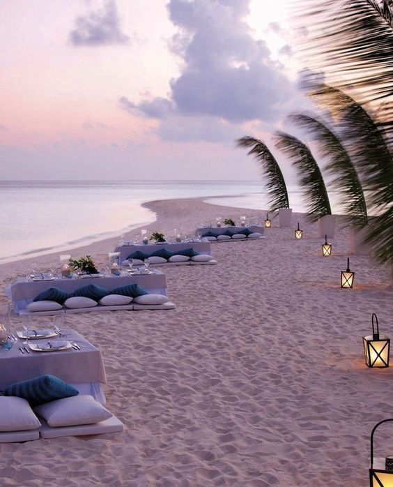 Top 10 most beautiful resorts on the maldives maldives for Top 10 vacation spots couples