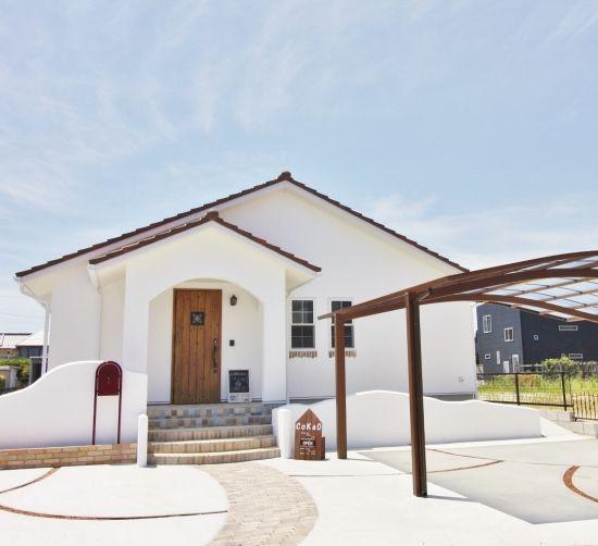 まっ白かわいい平屋のおうち かわいい家photo 平屋 外観 デザイン