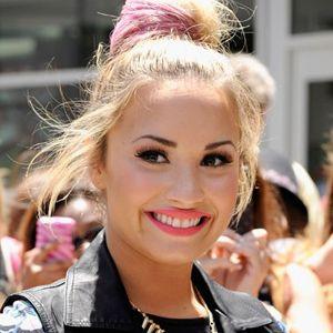 Resultados da Pesquisa de imagens do Google para http://wac.450f.edgecastcdn.net/80450F/popcrush.com/files/2012/07/Demi-Lovato.jpg
