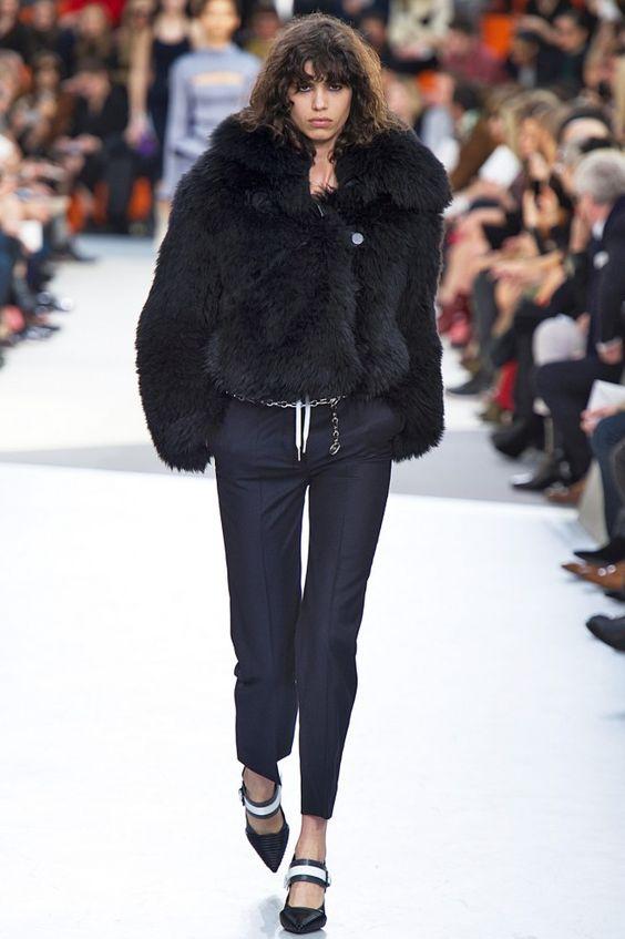 Coleção // Louis Vuitton, Paris, Inverno 2016 RTW // Foto 4 // Desfiles // FFW