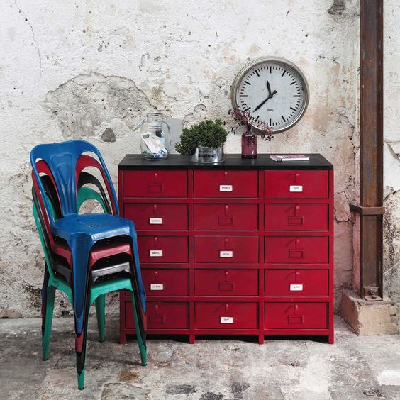cabinet de rangement vermillon en m tal rouge l 115 cm prix commode maisons de monde. Black Bedroom Furniture Sets. Home Design Ideas