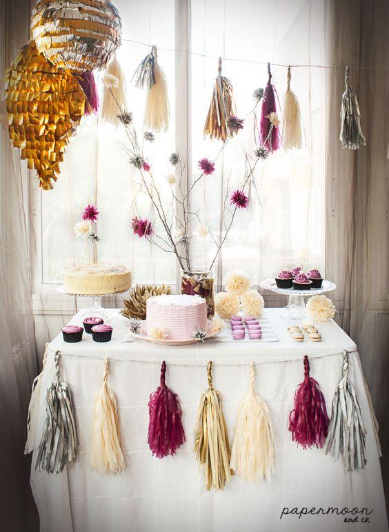 Decoraci n mesa dulce con guirnaldas de flecos rama con for Decoracion para mesa dulce