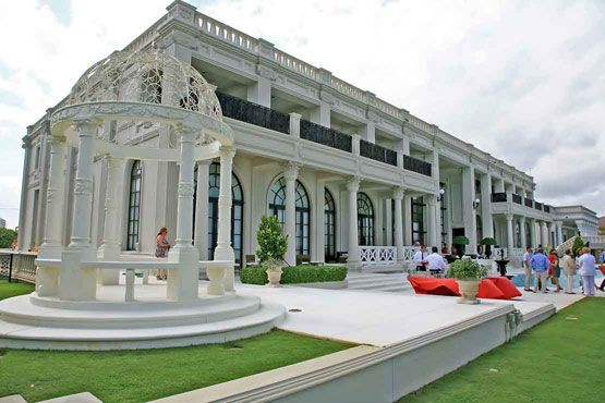 Mansions home and columns on pinterest for Mega mansions in florida