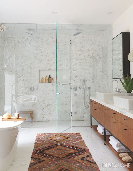 Beautiful bathroom ideas and inspiration - Global-Inspired Bathroom   Photographer: Alex Lukey   Designer: Lisa Lev #bathroomdecor