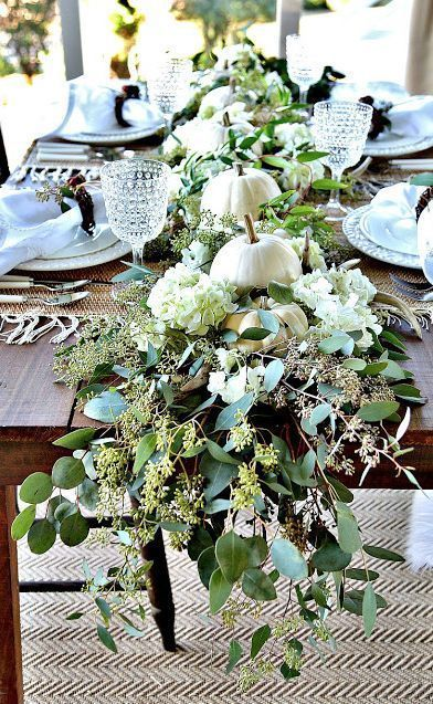 SOFT AND NATURAL THANKSGIVING TABLESCAPE #thanksgivingtablesettings Gorgeous centerpiece for Thanksgiving