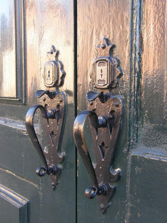 Portais - Brasões - Aldrabas - Tranquetas - Taramelas - Batentes - Caravelhos - etc...: Tranquetas em porta de quinta - Matosinhos