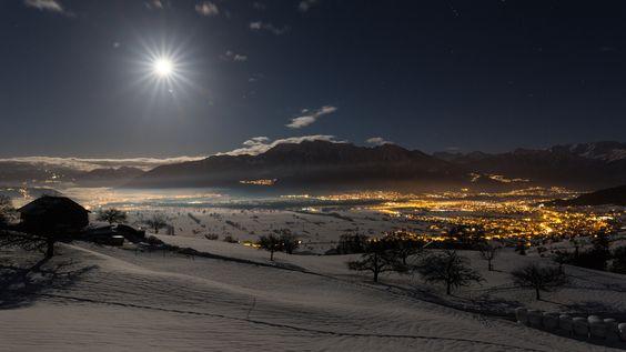 Sonne der Nacht - Night with moon view towards the Principality of Liechtenstein, photographed in Gams / Rheintal / Eastern Switzerland. Nächtliche mit Mond Sicht Richtung Fürstentum Liechtenstein, fotografiert in Gams / Rheintal / Ostschweiz.