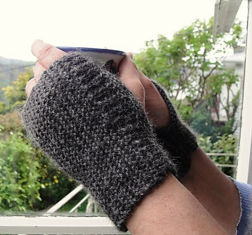 Ravelry: Easiest wrist warmer gloves pattern by Wei S. Leong: Fingerless Gloves Knitted, Crochet Knitting, Knitting Patterns, Knitting Crochet, Gloves Pattern, Knit Patterns Ideas, Knitting And Crochet, Crafts Gloves