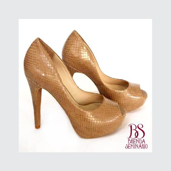Modelo: Daphe 90, cuero beige grabado, alto 12cm, plataforma 3cm, BS BRENDA SEMINARIO SAC.