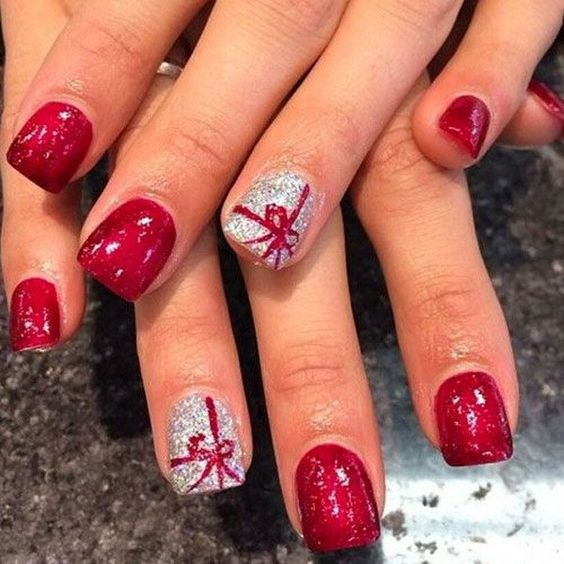 Christmas Nail Art Design with Present Tie.: